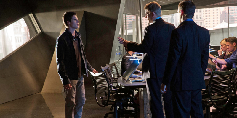 "The Tomorrow People -- ""In Too Deep"" -- Image Number: TP102B_7571.jpg —Pictured (L-R): Robbie Amell as Stephen and Mark Pellegrino as Dr. Jedikiah Price --  Photo: Jack Rowand/The CW -- © 2013 The CW Network, LLC. All rights reserved."