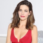 Amelia Heinle Renews Contract with 'The Young and the Restless'