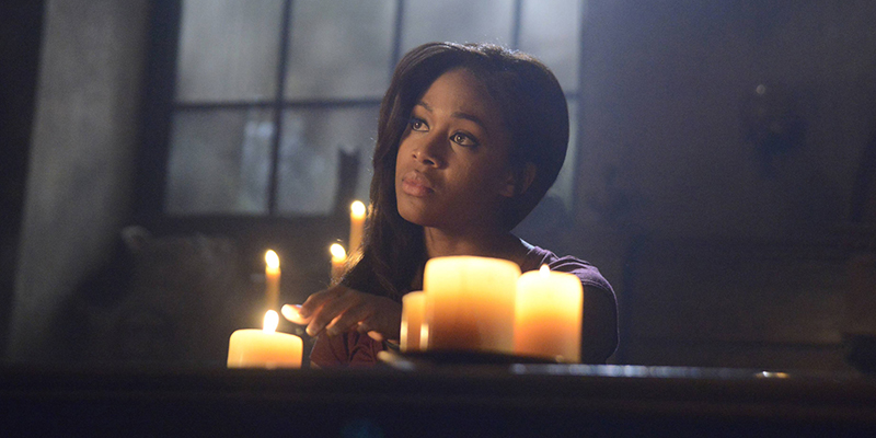 "SLEEPY HOLLOW: Lt. Abbie Mills (Nicole Beharie) searches for clues in the ""Necromancer"" episode of SLEEPY HOLLOW airing Monday, Nov. 18  (9:00-10:00 PM ET/PT) on FOX. ©2013 Fox Broadcasting Co. CR: Brownie Harris/FOX"