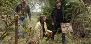 "GRIMM -- ""Iron Hans"" Episode 419 -- Pictured: (l-r) Russell Hornsby as Hank Griffin, Silas Weir Mitchell as Monroe, David Giuntoli as Nick Burkhardt -- (Photo by: Scott Green/NBC)"