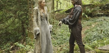 """ONCE UPON A TIME - """"The Dark Swan"""" - Immediately after becoming the Dark One, Emma disappears and the heroes must band together to save her, but first they have to find her, which will require the help of an unlikely ally. Meanwhile, in the Enchanted Forest, Emma struggles to resist her dark urges as she searches for Merlin in the hope that he can stop her transformation. Along the way to Camelot, she gets help from the plucky and brave warrior princess Merida, as well as King Arthur and his Knights of the Round Table, in the adventure-filled season five premiere of """"Once Upon a Time,"""" SUNDAY, SEPTEMBER 27 (8:00-9:00 p.m., ET) on the ABC Television Network. (ABC/Jack Rowand) JENNIFER MORRISON, ROBERT CARLYLE"""