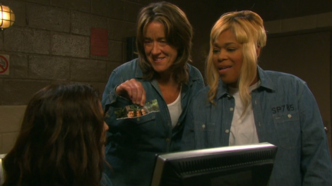 T-Boz just want the prison computer to check her Twitter.