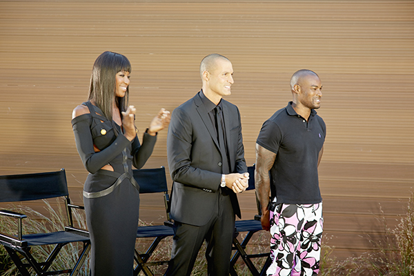 """THE FACE -- """"Runway Dinner Party"""" Episode 203 -- Pictured: (l-r) Executive Producer and Supermodel Coach Naomi Campbell alongside Host Nigel Barker and Guest Tyson Beckford -- (Photo by: Tim Brown/Oxygen)"""