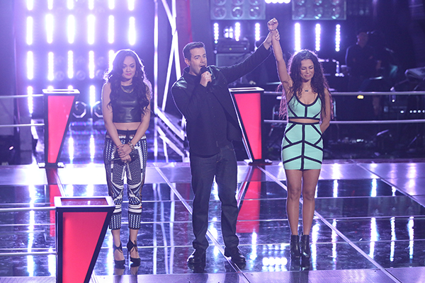 "THE VOICE -- ""Battle Rounds"" Episode 608 -- Pictured: (l-r) Brittnee Camelle, Carson Daly, Melissa Jimenez  -- (Photo by: Tyler Golden/NBC)"