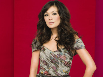'Jungle' Star Lindsay Price Heading to 'Eastwick'